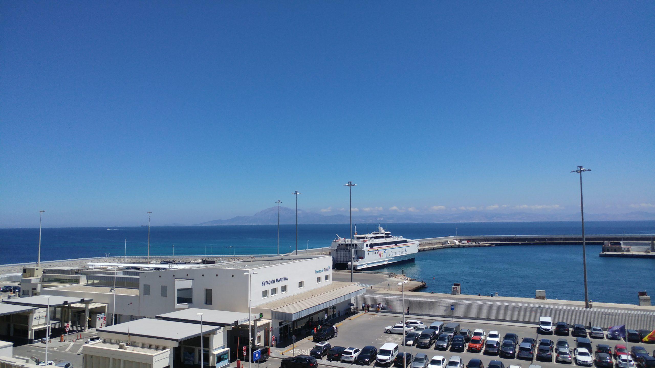 Der Hafen von Tarifa mit Blick auf Afrika