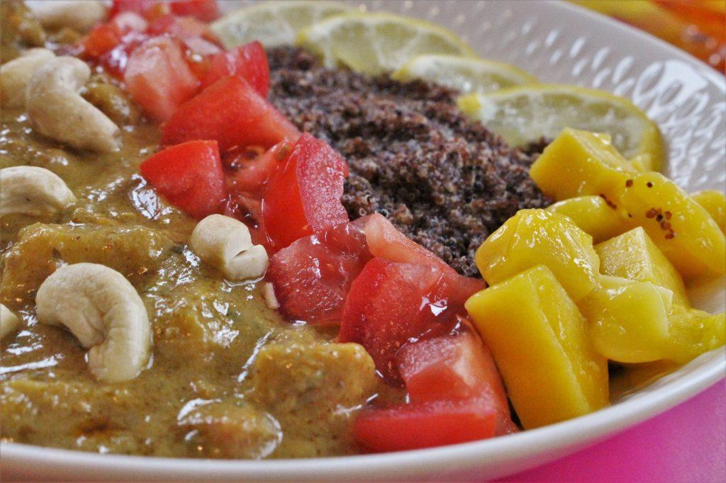 Thai Curry mit Canihua und Mango
